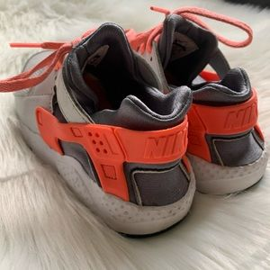 Nike huaraches toddler
